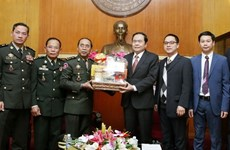 VFF leader receives Cambodian army official