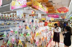 Market for Tet gift hampers booms in HCM City