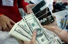 US dollar devalued against dong despite global rise