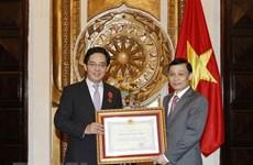 Vietnam's Friendship Order presented to Chinese Ambassador