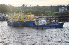 Japan installs LED lights for fishing vessels in Quang Tri