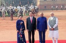 Gun salute welcomes President Tran Dai Quang in New Delhi