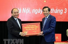 PM holds working session with Nhan dan newspaper
