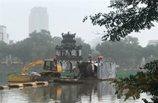 Water quality in Hanoi's lakes improves after cleaning