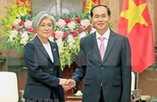 President hosts RoK Foreign Minister
