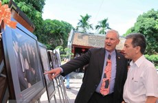 US professors visit Vietnam