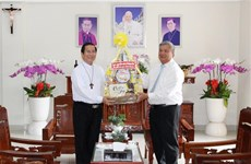 Binh Duong leader congratulates Phu Cuong Diocese on Saint Joseph's Day
