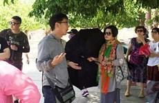 Da Nang tackles foreign tour guides