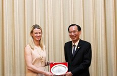 Ho Chi Minh City leader receives US Senate Staff Assistants