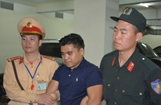Quang Ninh: Foreign-registered car found carrying 100 bricks of heroin