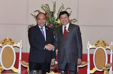Vietnamese PM meets Lao counterpart in Cambodia