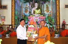 Local leaders share Khmer people's joy in traditional festival