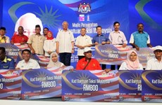 Malaysia's taxi drivers to get fuel cards