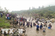 Lao ethnics in Dien Bien celebrate water splashing festival