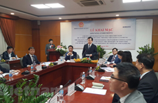 Samsung helps Vietnam train experts in support industry