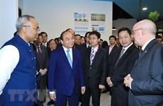 Prime Minister visits Singapore Management University