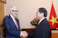 Minister-President of Belgium's Flanders region welcomed in Hanoi