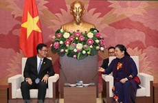 NA Vice Chairwoman receives Lao youth union delegation