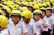 Nearly 3,300 qualified helmets given to primary students in Gia Lai