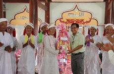 Binh Thuan leaders visit Cham Bani people on Ramuwan festival