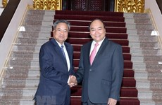 Prime Minister  pledges more support in training to Laos