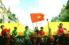 Vietnam impresses Prague international art festival