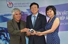 Pulitzer winning photographer donates photos to Vietnam's museum