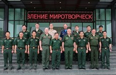 Russian military officers visit Vietnam Peacekeeping Department