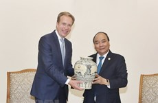 PM asks for WEF's support to promote Vietnam's images
