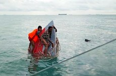 Boat carrying immigrants capsizes off Malaysia