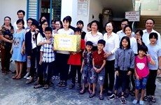Da Nang Fatherland Front assists poor people