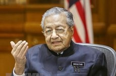 Malaysian PM vows to protect corruption whistleblowers