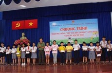 HCM City association presents scholarships to disadvantaged students