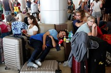 Lombok airport crowded with visitors after deadly quake