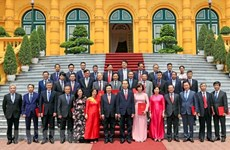 President asks new ambassadors to promote economic diplomacy