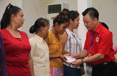 Hanoi red cross chapter offers humanitarian aid in Vientiane