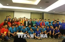 Vietnamese diplomats wish footballers the best ahead semifinals