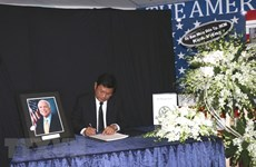 HCM City leader pays tribute to US Senator