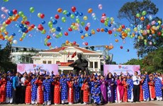 100 couples join collective wedding in HCM City