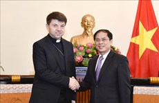 Holy See's non-residential envoy to Vietnam hosted by Deputy FM