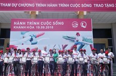 Khanh Hoa: Bicycles presented to disadvantaged students