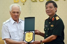 Vietnamese officer receives Russian, Lao guests