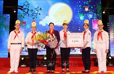 Congratulations, gifts sent to children on Mid-Autumn Festival