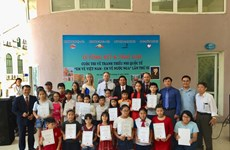 Winners of Vietnam-Russia painting contest honoured