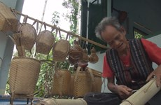 Artisan carries on Raglai traditional craft