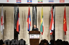 PM Nguyen Xuan Phuc attends Mekong-Japan business forum