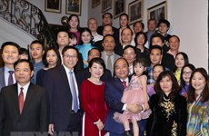 Government leader meets Vietnamese people in Belgium
