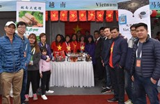 Vietnam attends int'l charity fair in China