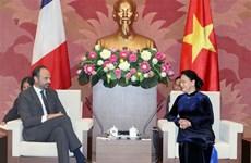 Top legislator: Vietnam treasures relations with France