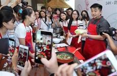 Famous Korean chef promotes cuisine in Vietnam